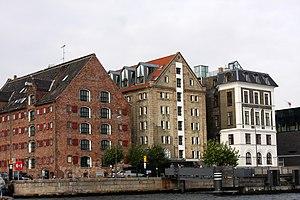 71 Nyhavn - Image: Skuespilhuset neighbours