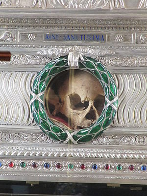 Agnes of Rome - The purported skull of Saint Agnes, as displayed in the Sant'Agnese in Agone church in Rome