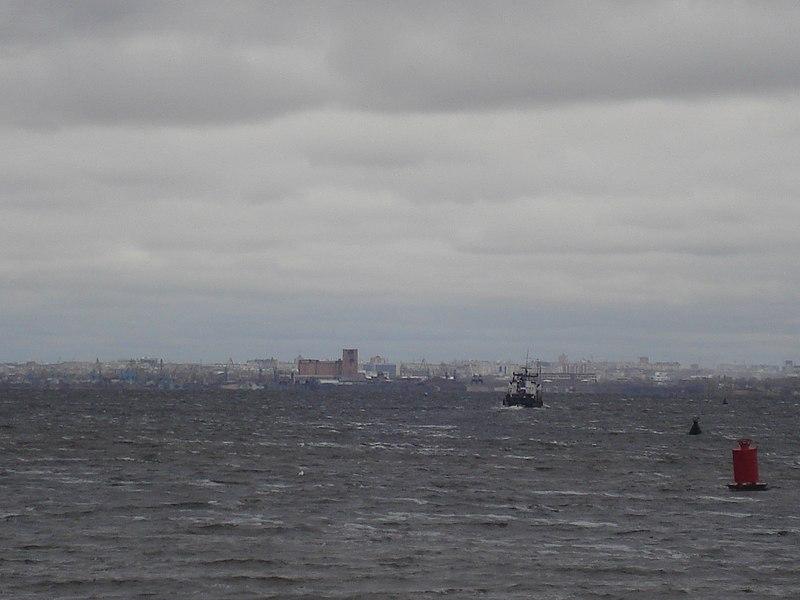 File:Skyline Kazan Port.JPG
