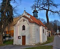 Smíchov, kaple Nanebevzetí Panny Marie zepředu.jpg