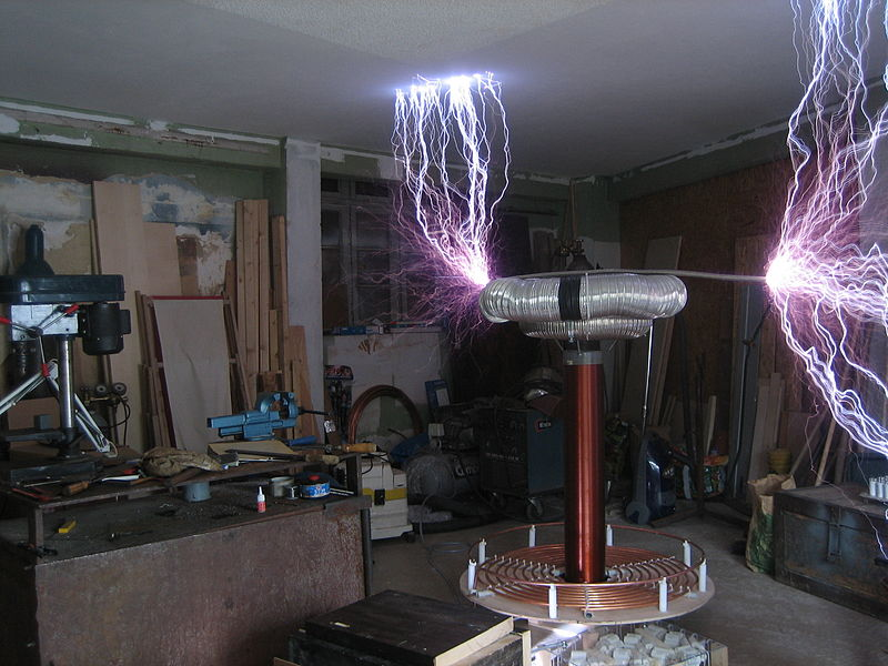 http://upload.wikimedia.org/wikipedia/commons/thumb/b/b6/Spark_from_4KVA_Tesla_Coil.JPG/800px-Spark_from_4KVA_Tesla_Coil.JPG