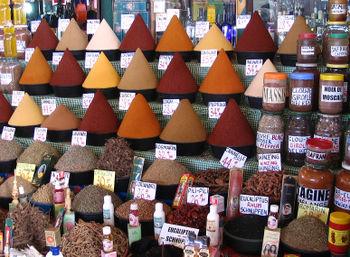 Začini na tržnici u Agadiru, Maroko