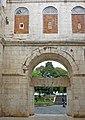 Split-Diokletianpalast-GoldenesTor.jpg