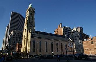 St. Francis Xavier Church (Cincinnati, Ohio) - Image: St Francis Xavier Church sideview