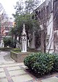 St Dunstan in the East, St Dunstan's Hill, London EC4 - Churchyard - geograph.org.uk - 716907.jpg