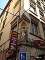 Statue de la Vierge à l'entrée de la rue Sainte-Catherine à Lyon.JPG