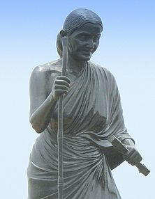 Statue of Avvaiyar (cropped).jpg