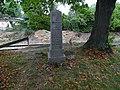 Stodůlky, pomníček u kaple svatého Kříže.jpg