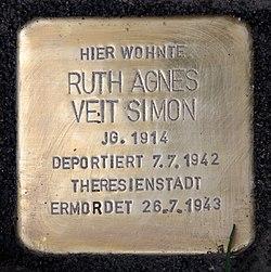 Photo of Ruth Agnes Veit Simon brass plaque