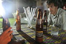 Alcune bottiglie di Stoney tangawizi