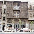 Straatgezicht in de wijk Bab al-Faraj - Stichting Nationaal Museum van Wereldculturen - TM-20037986.jpg