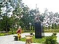 Tượng đài ở nhà tù Phú Lợi ở Bình Dương.jpg