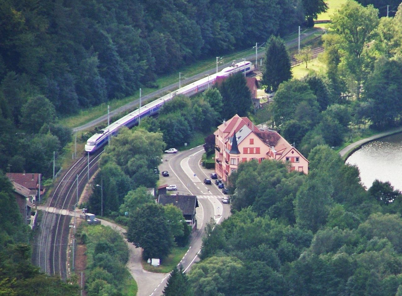 1280px-TGV_entr%C3%A9e_Alsace.JPG