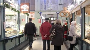 Tiedosto:Tampere Market Hall at Christmas Time.webm