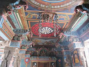 Thayumanaswami Temple, Rockfort - Ceiling with stonechains
