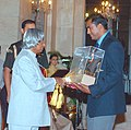 The President Dr. A.P.J. Abdul Kalam presenting the Dronacharya Award to Robert Bobby George (Athletics) in New Delhi on September 21, 2004.jpg