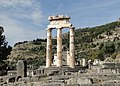 Tholos of Delphi 02.jpg