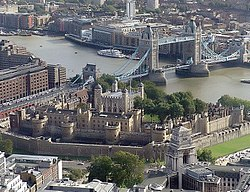 Tower of London e Tower Bridge visti dall'alto