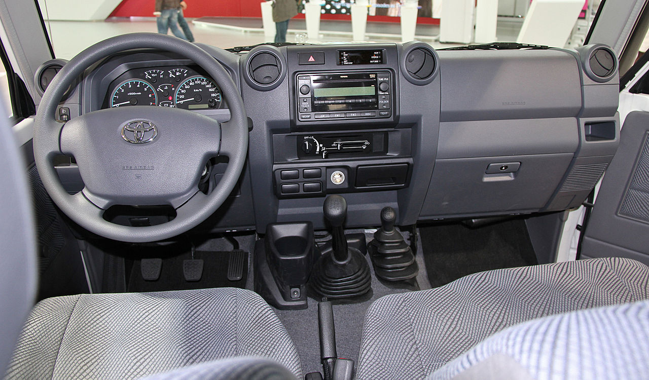 File toyota land cruiser 70 lx wikimedia for Toyota land cruiser interior