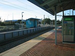 Victoria Street railway station, Perth - Northbound view from Platform 2 in July 2005