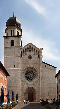 Trento-cathedral-front.jpg