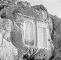 Twee reliëfs in de rotsen van de vallei van Nahr el Kelb, Bestanddeelnr 255-6444.jpg