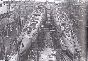 USS Ulua (SS-428) and USS Trumpetfish (SS-425) under construction.jpg