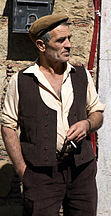 An elderly Sicilian farmer wearing the stereotypical coppola.