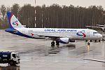 Ural Airlines, VP-BMW, Airbus A320-214 (21365622235) (2).jpg