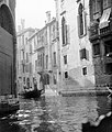 Velence, Veneto régió 1907. A Rio dei Fontego dei Tedeschi a Rio della Fava felől nézve, középen a Ca' Amadi. Fortepan 4314.jpg