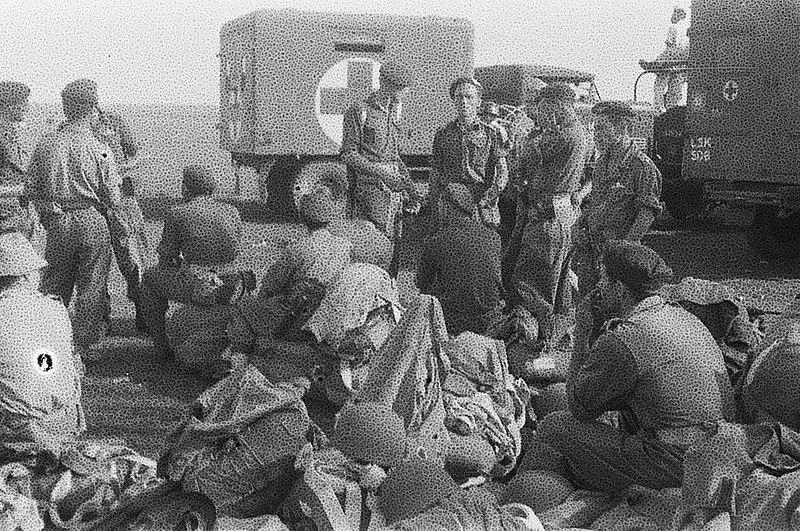 Berkas:Verzamelen op het vliegveld, Bestanddeelnr 2344.jpg