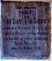Vrané nad Vltavou náhrobek u kostela.JPG