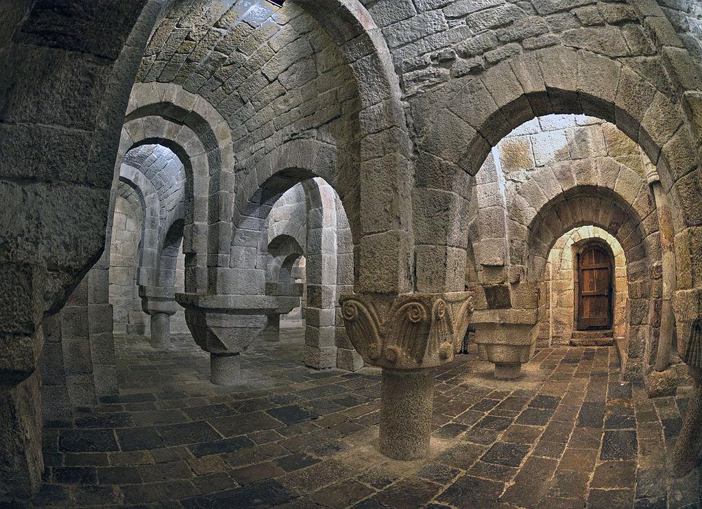 Crypte du monastère de Leyre, située en Navarre (Espagne). Cette image a été classée seconde au concours Wiki Loves Monuments 2014 Espagne.    (définition réelle 2200×1596)