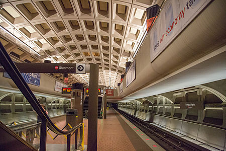 WMATA Farragut North Station in Washington, DC 14303987196.jpg