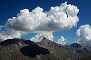 Quellwolken (Cumulus) über dem Stellihorn, Wallis