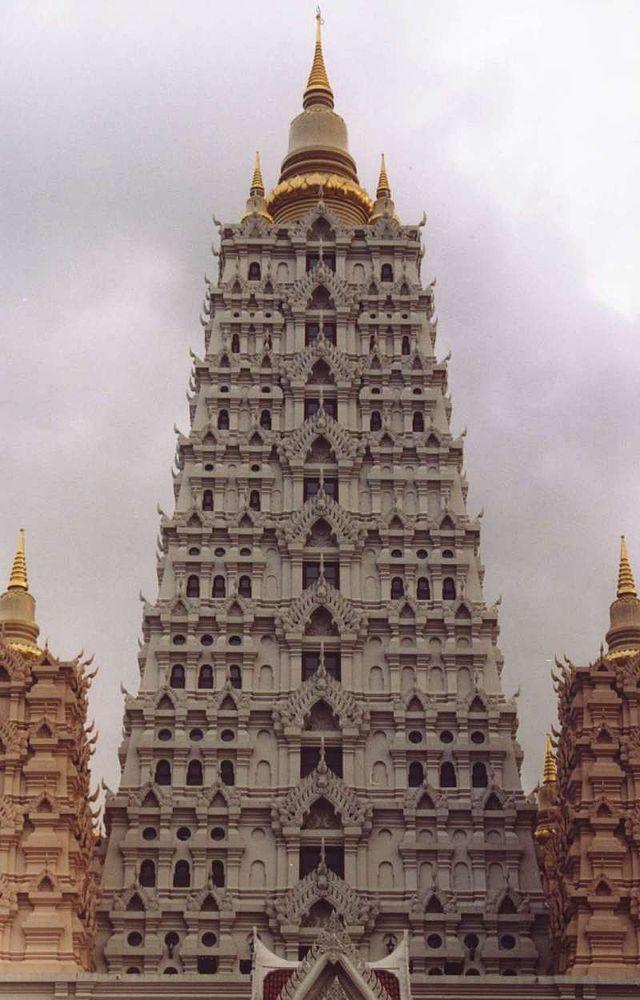 Wat Yansangwararam - A Modern Thai Temple close to Pattaya ...