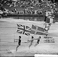 Waterskiërs tijdens de vlaggenparade op de Bosbaan te Amsterdam, Bestanddeelnr 914-1636.jpg