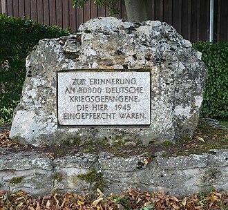"""Welda - Memorial stone in Welda: """"In memory of 80,000 German prisoners of war who were interned here in 1945."""""""