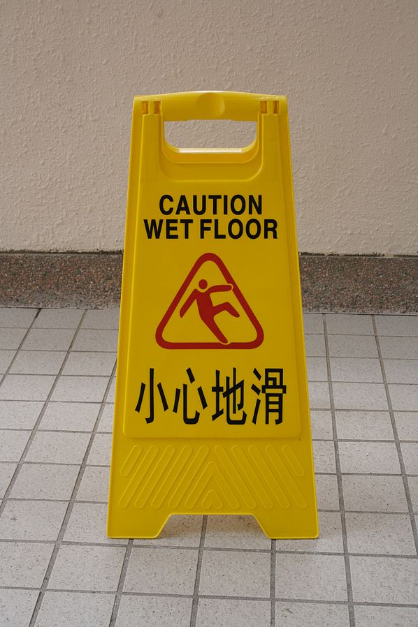 598px-Wet_floor_-_English_and_Chinese.jpg