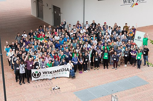 Wikimedia Hackathon Vienna 2017-05-20 GROUP PHOTO 03
