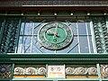 Wirtschaftskammer Uhr über dem Eingang.jpg