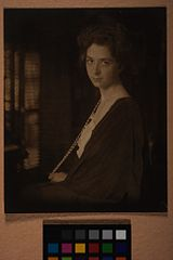 Woman With Long Pearl Necklace LACMA M.2008.40.1118.jpg