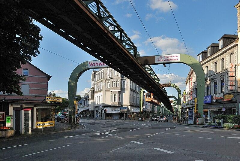 Datei:Wuppertal-090619-8590-Vohwinkel-Schwebebahn.jpg