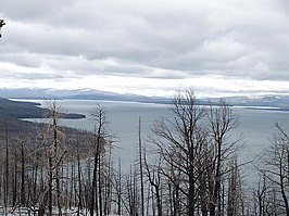 Yellowstone-lake.jpg