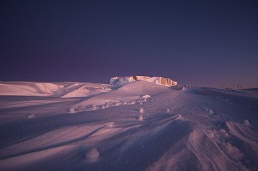 Yukimarimo south pole dawn 2009.jpg