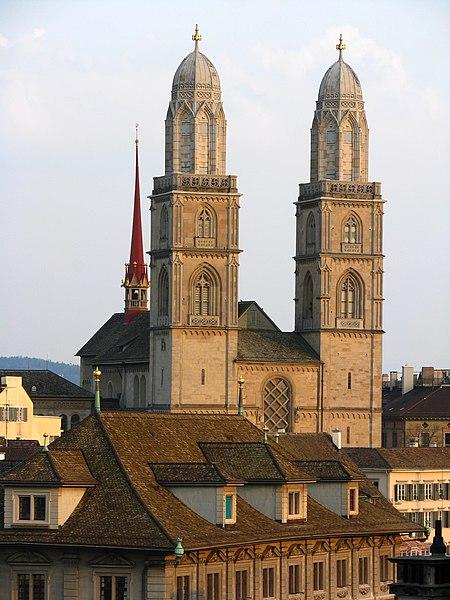 File:Zürich - Lindenhof - Grossmünster IMG 2018.jpg