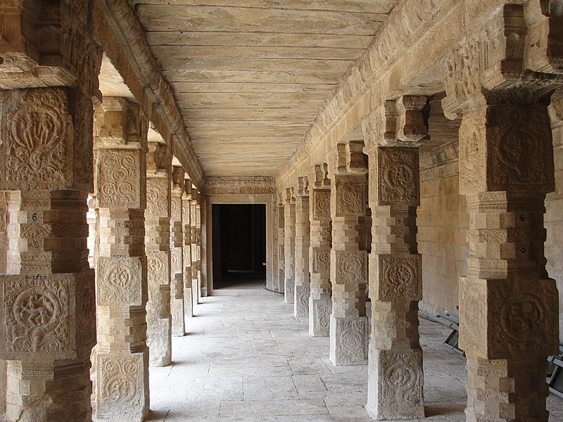 "File:""A beautiful pillars of Airavatesvara Temple"".JPG"