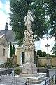 Šumvald, socha u kostela.jpg