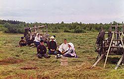 Крестьяне-на-покосе 1909.jpg