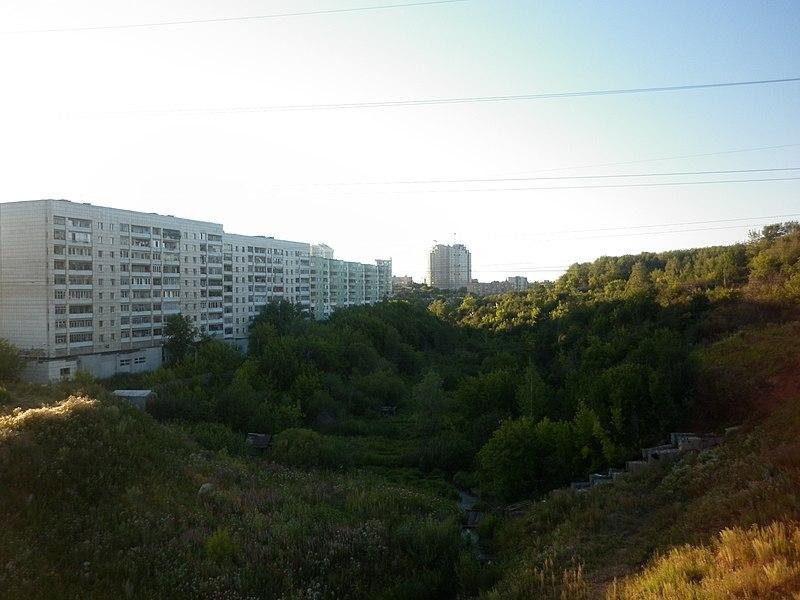 File:Река Егошиха (ул. Льва Шатрова, 34) -август, 2011 - panoramio.jpg